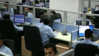 Call center, em foto de arquivo (BBC)