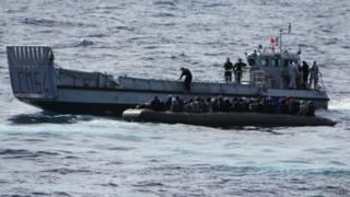 Спасение мигрантов итальянскими ВМС