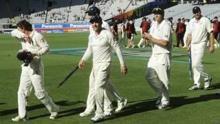 भारत से पहला टेस्ट क्रिकेट मैच जीतकर वापस लौटती न्यूज़ीलैंड की टीम