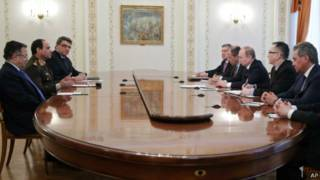 پوتین و وزیران دفاع و خارجه روسیه (چپ) با السیسی و فهمی