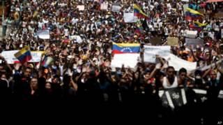Protesto em Caracas na segunda-feira (AP)