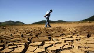 Represa seca em São Paulo, em 31 de janeiro (Reuters)