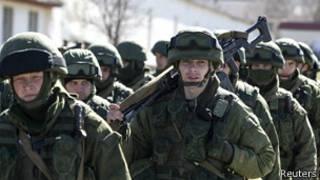 предположительно российские военные под Симферополем