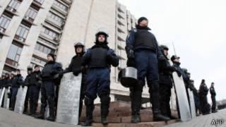 guards outside crimea state admin