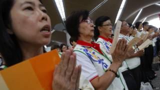 Budistas rezam por passageiros de voo desaparecido (AP)