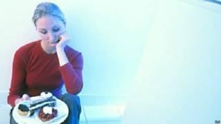 एनोरेक्सिया से पीड़ित महिला
