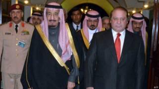 सउदी राजकुमार के साथ पाकिस्तान के प्रधानमंत्री नवाज शऱीफ
