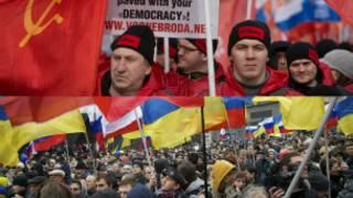 Masu zanga-zangar adawa da kuma goyon bayan mamaye Crimea a Moscow