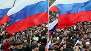 مؤيدون للتدخل الروسي في القرم