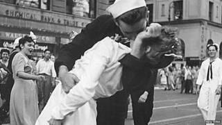ग्लेन मैकडफ, दूसरे विश्वयुद्ध की तस्वीर के व्यक्ति