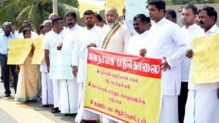 வட மாகாண சபை முதல்வரும் அமைச்சர்களும் ஆர்ப்பாட்டத்தில் பங்கேற்றனர்.