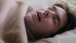 Homem dormindo | Crédito: BBC