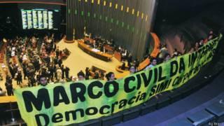 Ativistas durante votação do Marco Civil da Internet (Ag Câmara)