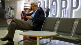 Керрі в аеропорту