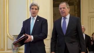 Kerry e Lavrov, em Paris (Reuters)