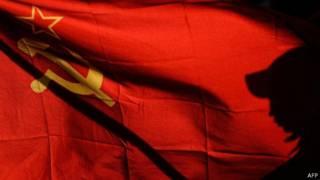 صورة للعلم السوفييتي الأحمر