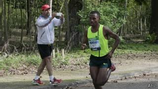 Kenenisa Bekele en el maratón de París