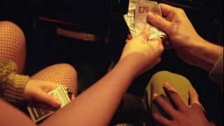 Клиент оплачивает услуги проститутки