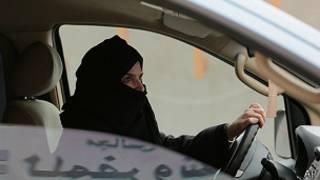 Mujer manejando en Arabia Saudita el 29 de marzo como parte de una campaña para levantar la prohibición