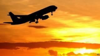نجاة صبي اختبأ خلف عجلة الطائرة لخمس ساعات