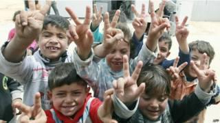सीरिया के कैंप में शरणार्थी बच्चे