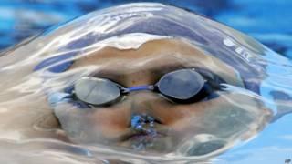 Nadadora en piscina