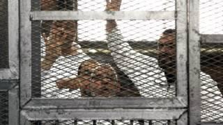 Мохаммед Бади в клетке в зале суда