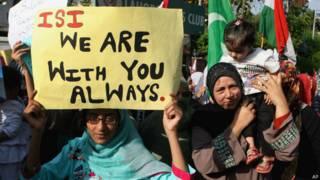 पाकिस्तान में आईएसआई का समर्थन करते लोग.