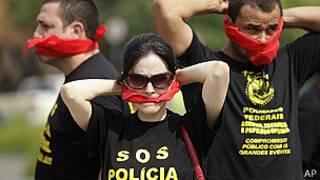 Policías brasileños en huelga