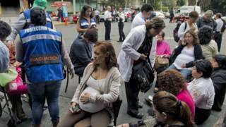 Gente evacuada en Ciudad de México
