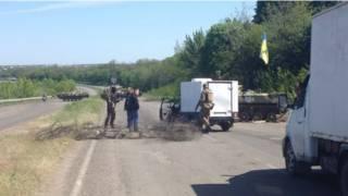Украинские военные у блокпоста в районе Славянска