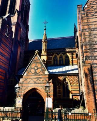 不遠處的All Saints Church,被評為英國最重要的十座建築之一