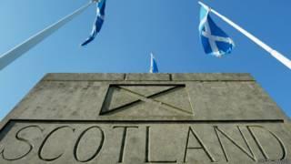 """""""Добро пожаловать в Шотландию"""": знак на англо-шотландской границе"""