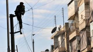 سوريا: الحب والكهرباء على الخطوط الأمامية في حلب