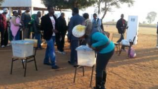 Cumi n'umwe bitoza muri Malawi barahangaye cane