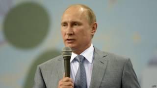 Президент России Владимир Путин на фестивале в Адлере, Сочи. 2 июня 2014 года
