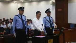 Бо Силай в зале суда