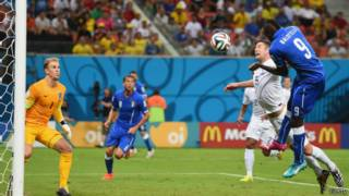 Balotelli em lance de Itália x Inglaterra
