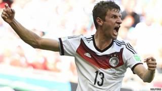 Muller comemora terceiro gol (Reuters)