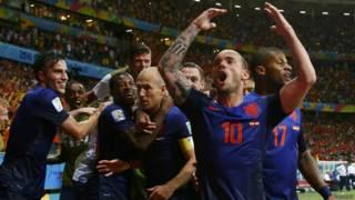 Holanda comemora gol