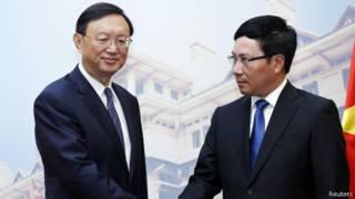 Hai ông Dương Khiết Trì (trái) và Phạm Bình Minh