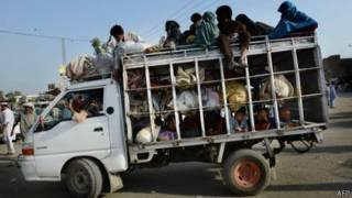 Civiles huyendo de Waziristán Norte