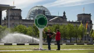 Демонстранты у бундестага