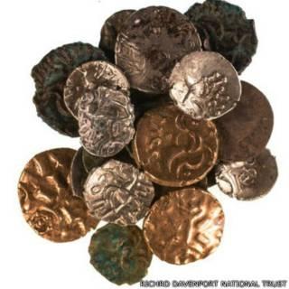 गुफा में मिले सिक्के