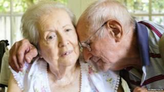 زوجان يعانيان من مرض الزهايمر