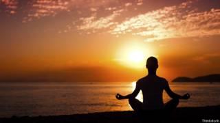 Медитация на берегу океана