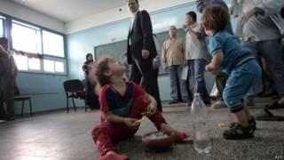 Crianças desabrigadas na Palestina | Crédito: AFP