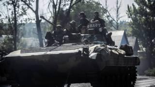 Пророссийские сепаратисты на бронемашине в Донецке