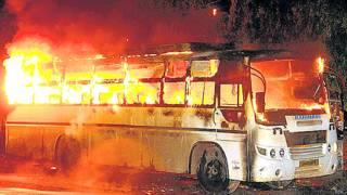 फ़ेसबुक पर फ़ोटो पर टिप्पणी के बाद बिसालपुर में उग्र भीड़ ने एक बस में आग लगा दी