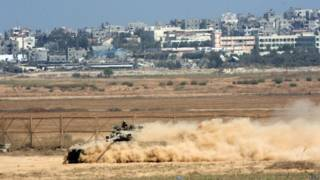 Tanque israelense próximo à fronteira da Faixa de Gaza (foto: Epa)